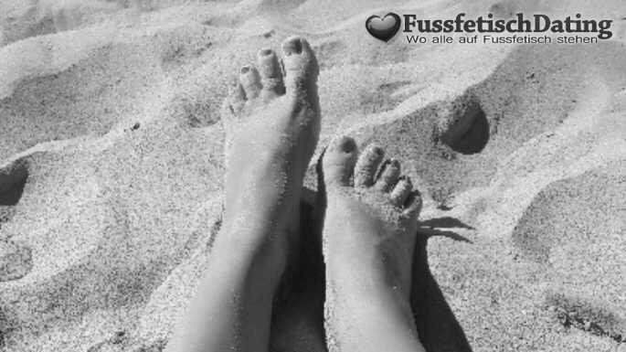 Zwei dicke Füße warten beim Fußfetisch Dating auf dich.