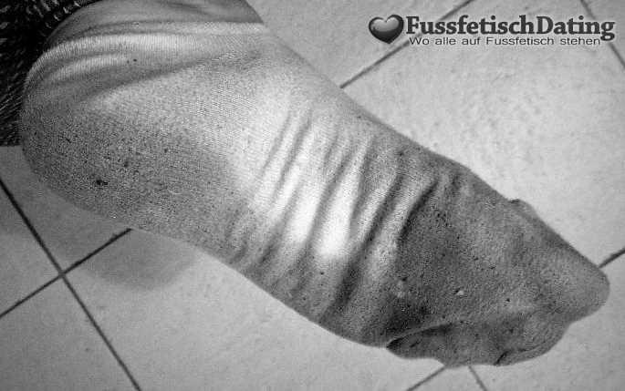 Dreckiger Fuß und schmutziger Socken.