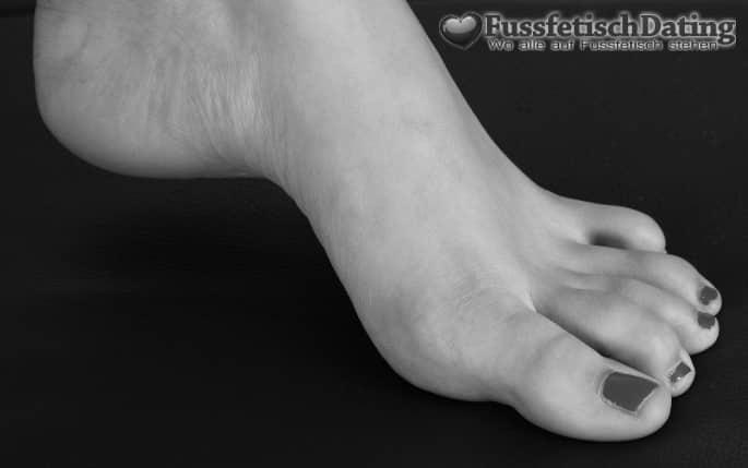 Wer mag meine Füße verehren?
