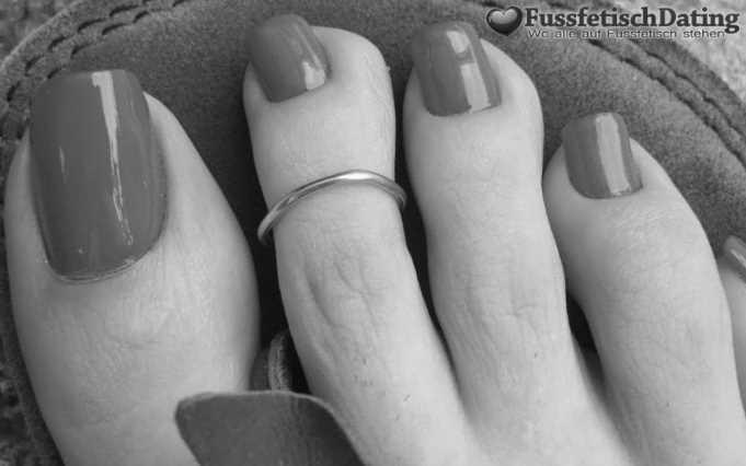 Bist Du ein Fußfetischist und stehst auf reife Frauenfüße?