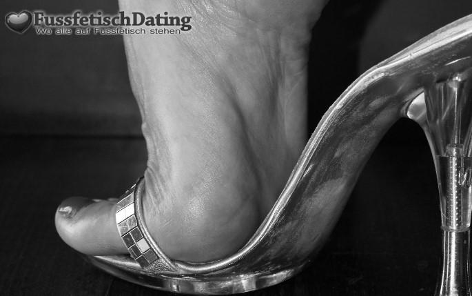 Fußlecker gesucht der Schweißfüße mag.