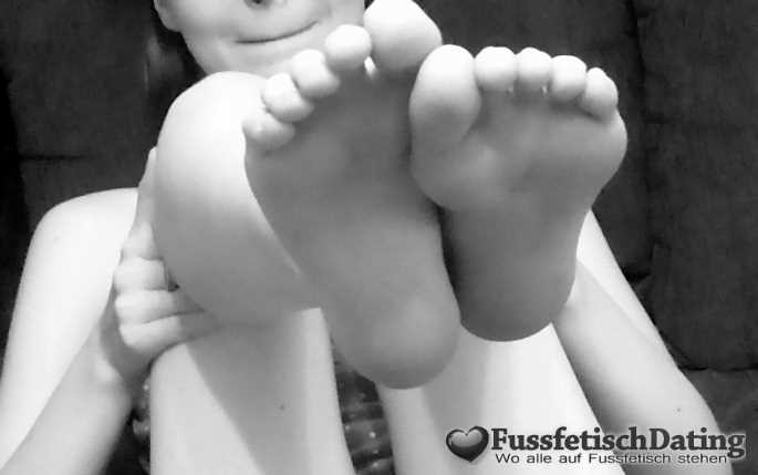 Leckere Fußsohlen lecken.