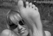 Wer will zwei leckere Fußsohlen lecken?