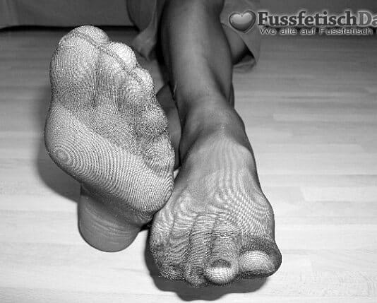 Mauken in Nylons beim Fußfetisch Date.