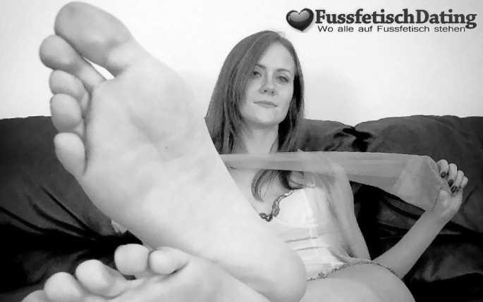 Ich biete einem Fußfetischisten Nylons und Füße.