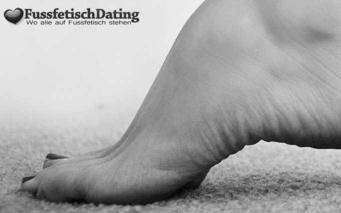 Beim Fußfetisch Date kleine geile Füße lecken